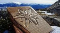 Edelweiss sculptée sur bois