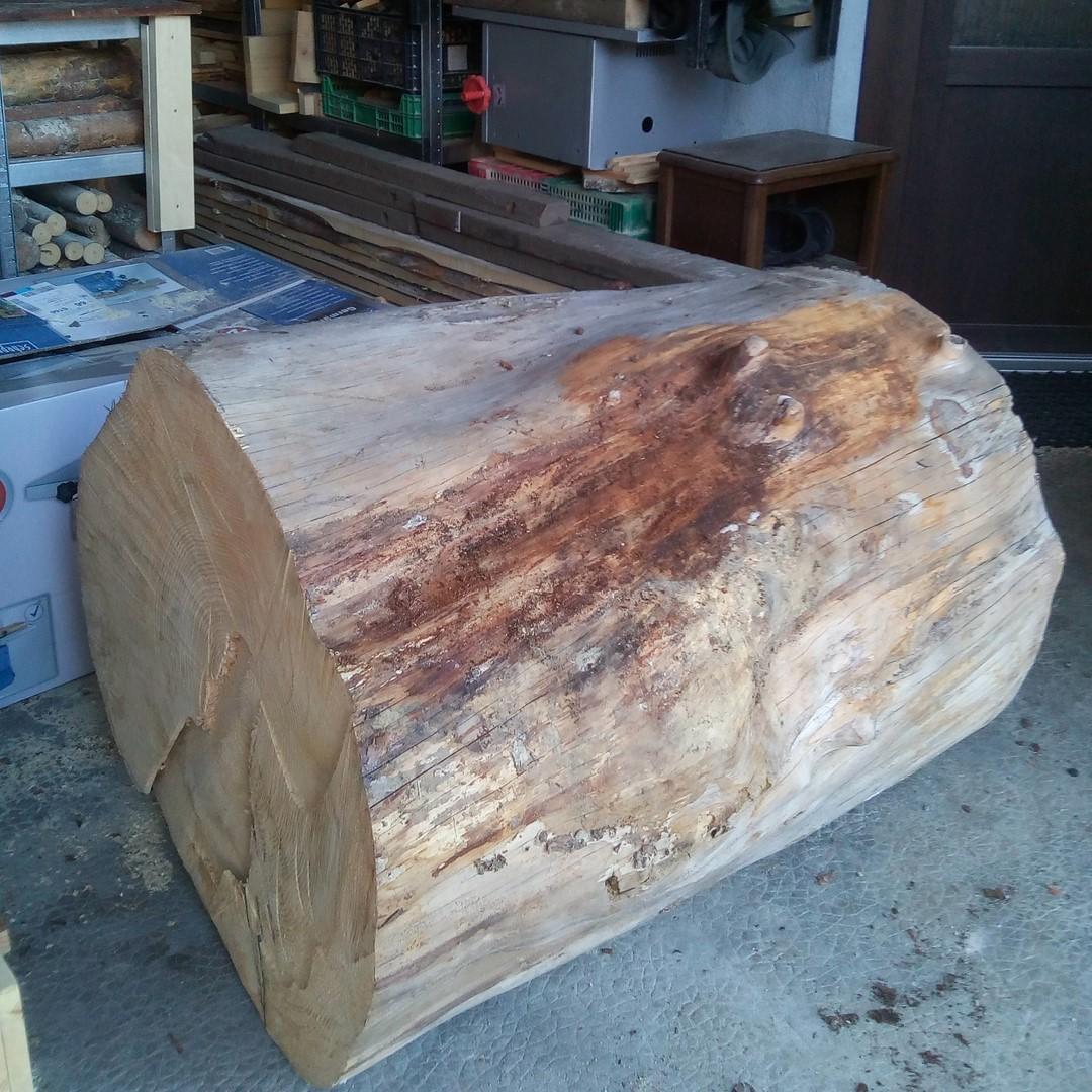 Bille de bois pour la création d'un banc extérieur