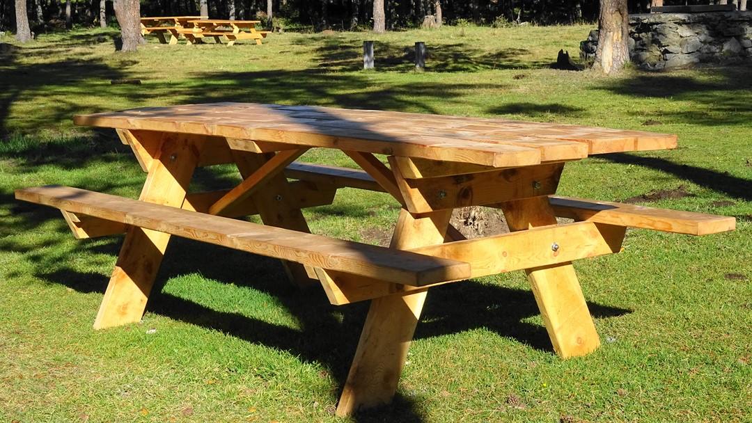 Table forestière en bois massif