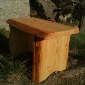 Table extérieur en bois massif