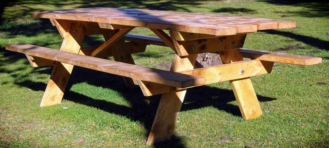 Table forestiere en bois massif 6 personnes
