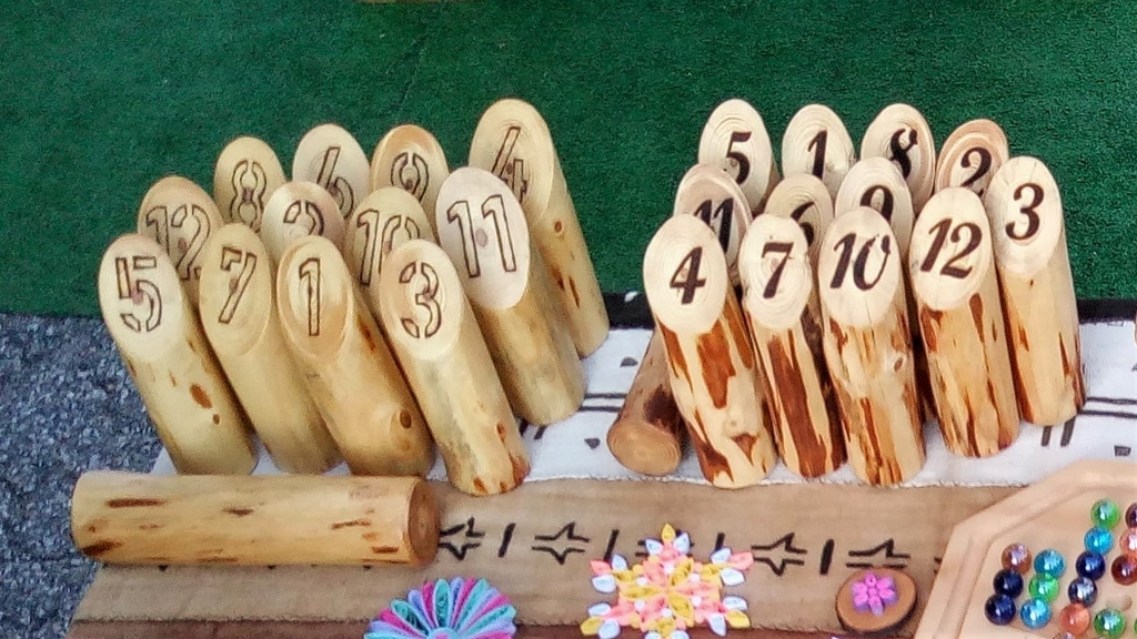 jeu de molkky en bois rustique